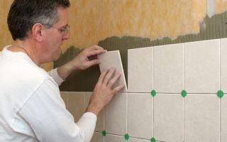 Как класть плитку на стену в ванной