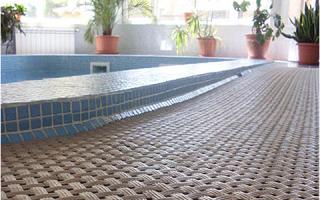 Как выбрать напольное покрытие для бассейна