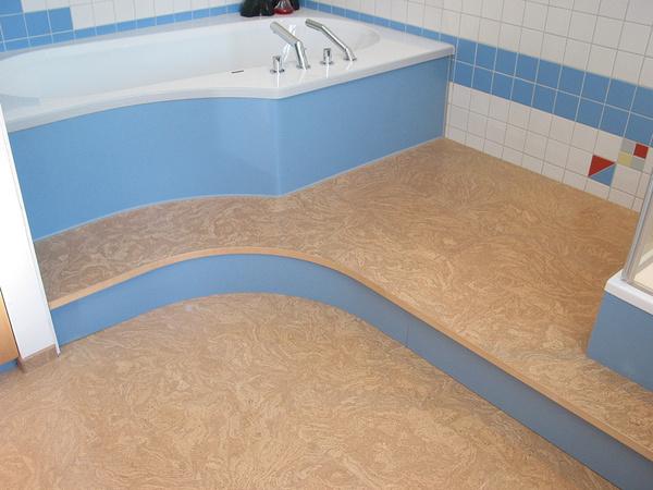 ванна в голубом цвете