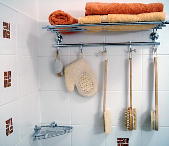 Полочки для полотенец в ванную комнату