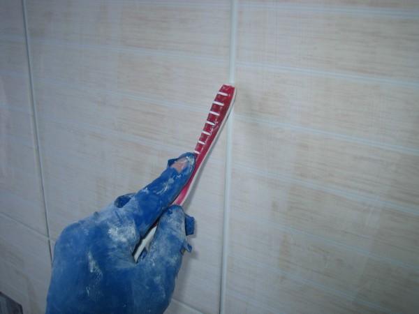 удаление затирки в ванной комнате
