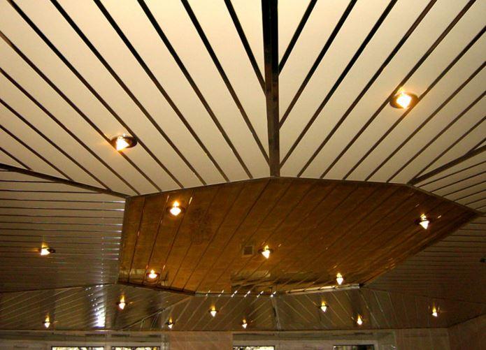 Потолок из сайдинга