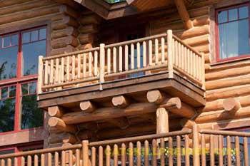 balkon-v-derevyannom-dome[1]
