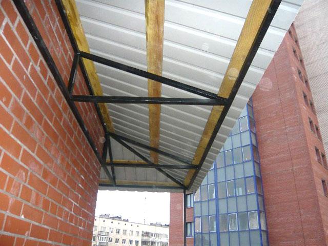 Как сделать крышу на балконе.