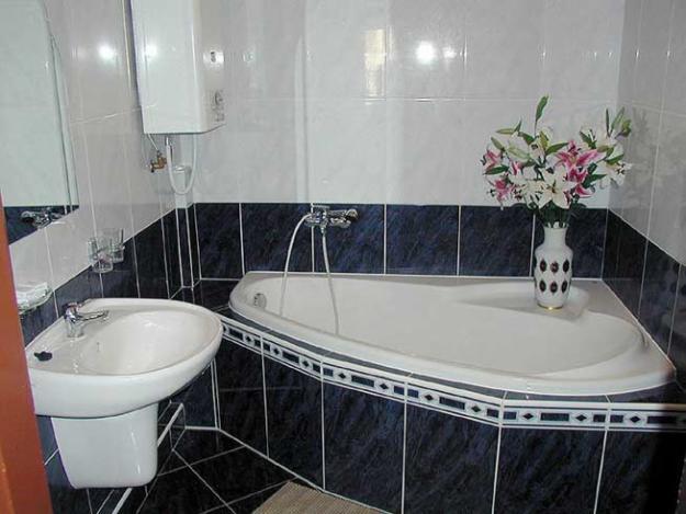 Как выбрать недорогие материалы для ванной комнаты