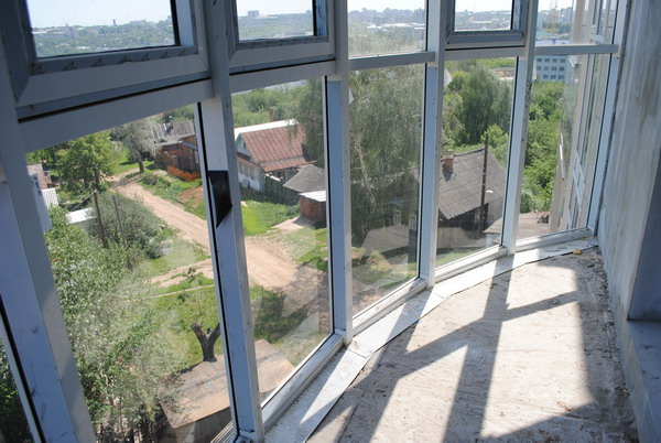 panoramnoe-osteklenie-balkonov[1]