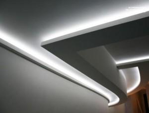Светодиодная лента установлена на гипсокартонный потолок