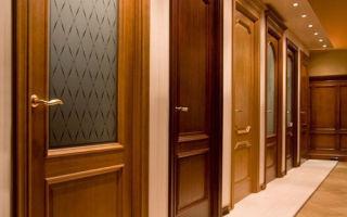 Как выбрать деревянную межкомнатную дверь