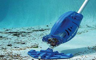 Как выбрать подводный пылесос для бассейна