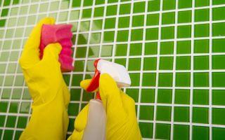 Как почистить в ванной кафель от налета