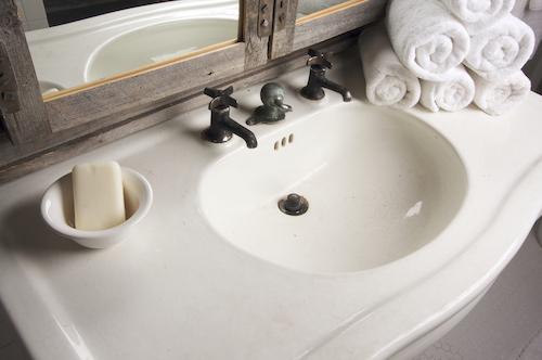 6 идей для ванной комнаты в деревенском стиле (фото)