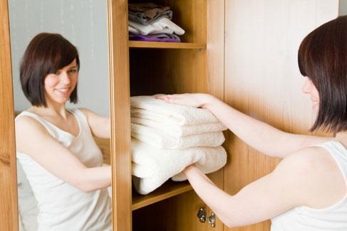 4 идеи, которые помогут навести порядок в шкафу в ванной комнате