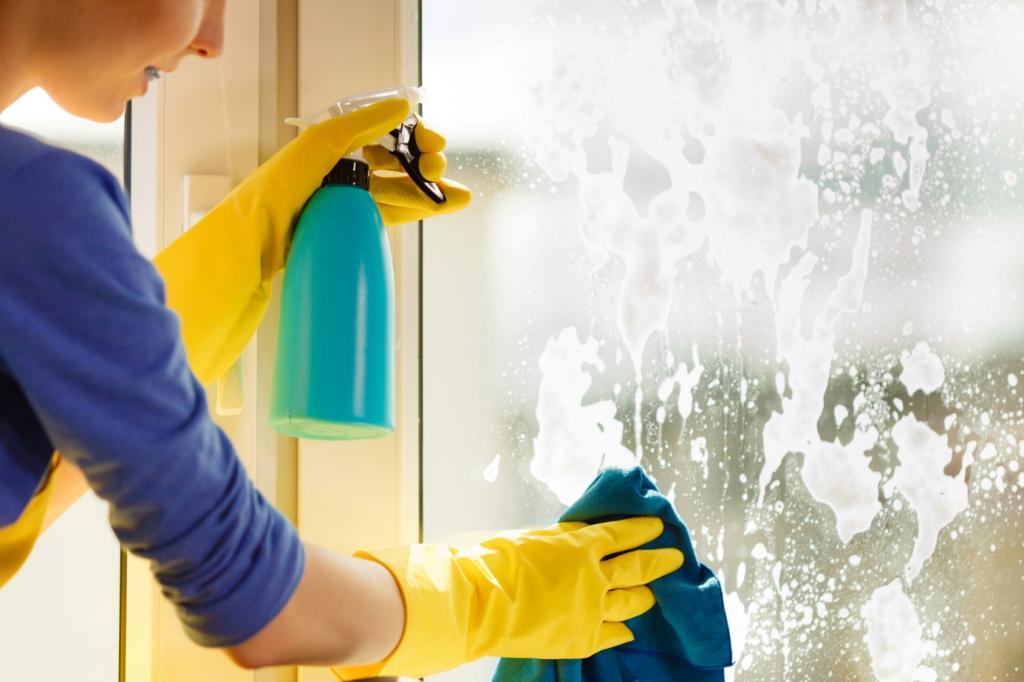 Советы по поддержанию чистоты зеркала в рамке