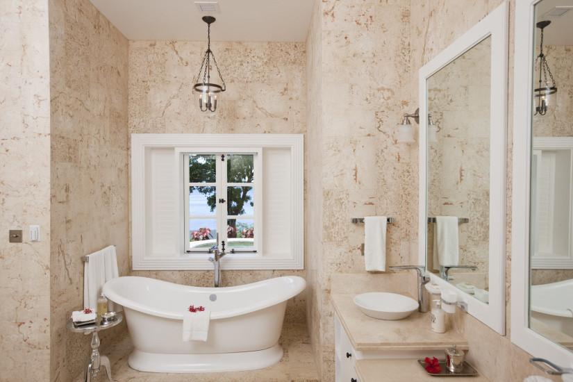 Sugar-Beach-Residences-Как-выбрать-люстру-для-ванной-825x550[1]