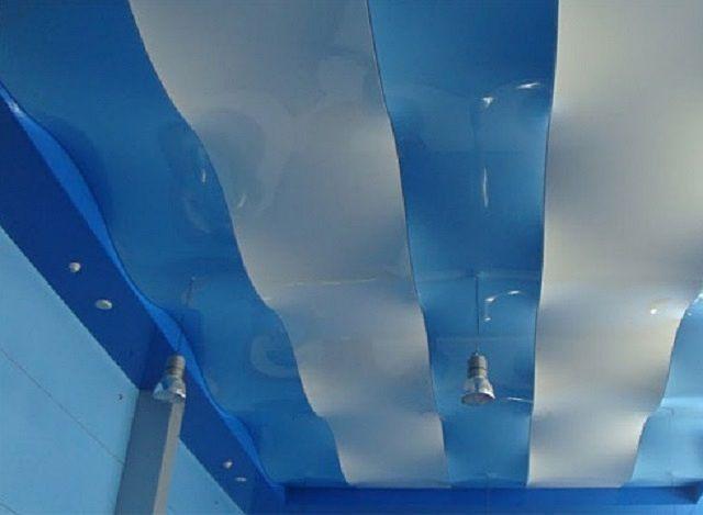 волнообразный потолок