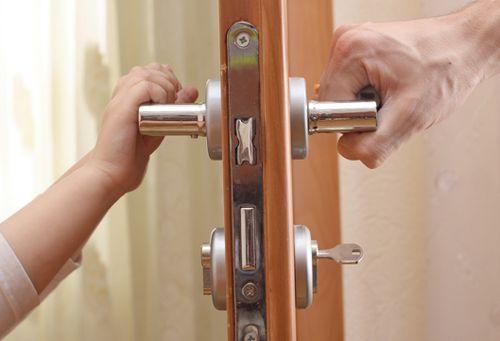 chem_mozhno_smazat_zamok_vxodnoj_dveri_2[1]
