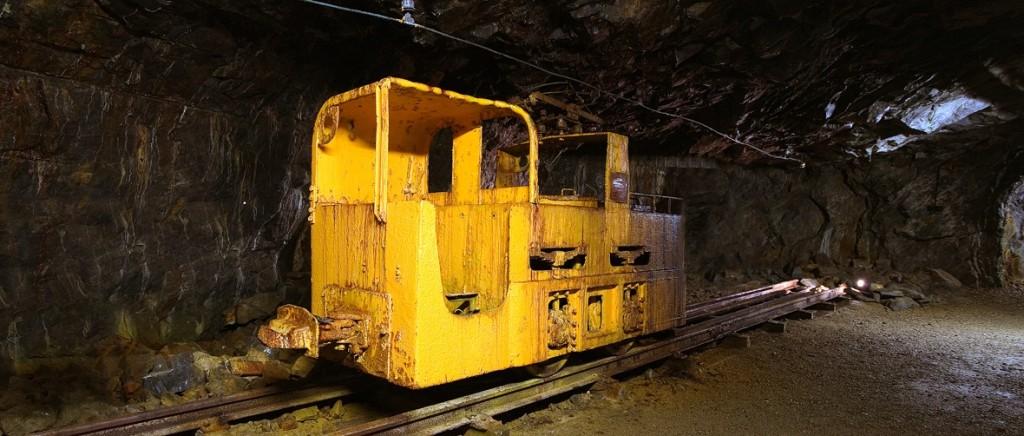 бывший замдиректора фото подземных электровозов законам королевства
