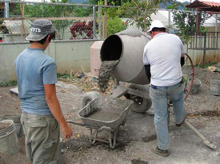 izgotovlenie-betona-betonomeshalke-prigotovit-ochistit-rabota-1[1]