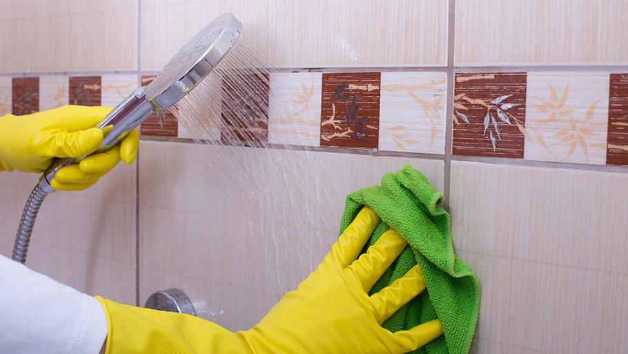 очистит плитку от налета