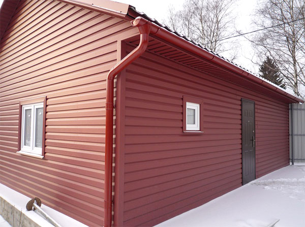 oblicovka-fasada-doma-metallosajdingom3[1]