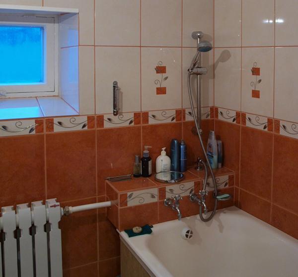 полочка в ванной вместо бордюра