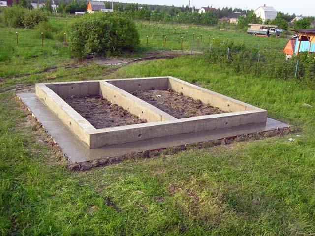 sdelannyy-lentochnyy-fundament-pod-banyu-6h4-svoimi-rukami-na-da[1]