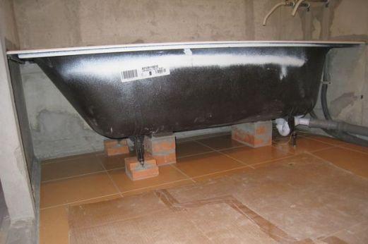 ванна на кирпичах