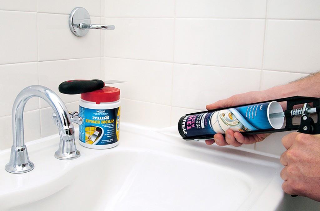 Герметизация швов плитки в ванной